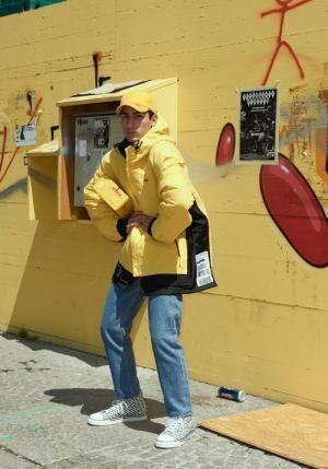 ヴェトモン×DHL、レッド&イエローのTシャツ・フードジャケットなど18年春夏発売