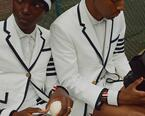 トム ブラウン「テニス カプセルコレクション」ジャケットやパンツ、シューズが青山店にて発売