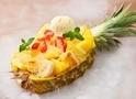 アイボリッシュ、半割パイナップルを器にしたフレンチトースト「パイン・ザ・ロック」発売