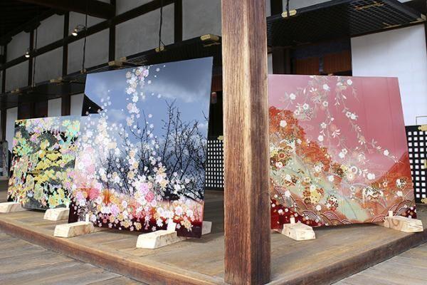 金魚と和硝子のアート展を名古屋マリオットアソシアホテルで - 硝子に閉じ込めた京友禅を背景に泳ぐ金魚