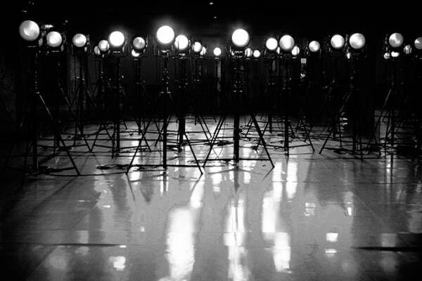 ヨウジヤマモト×蜷川実花、モノクローム写真展[ BLACKLIGHTS ]名古屋PARCOで巡回展