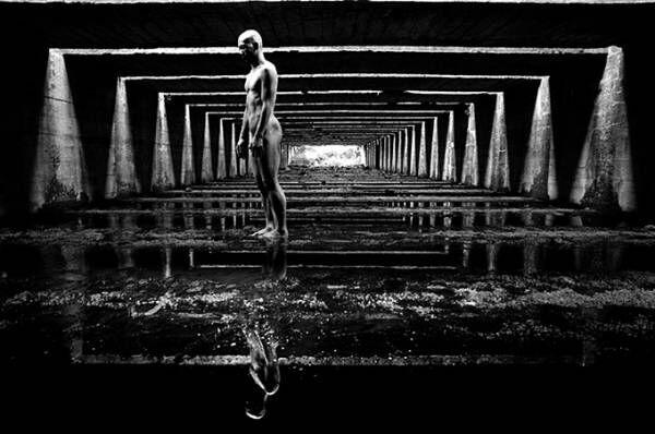 展覧会『田原桂一「光合成」with 田中泯』原美術館で - 写真家×ダンサーによる写真作品を展示