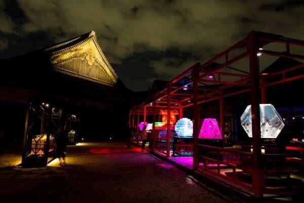 アートアクアリウム城~京都・金魚の舞~二条城にて、花魁モチーフの絢爛なアートを地酒片手に城の庭で