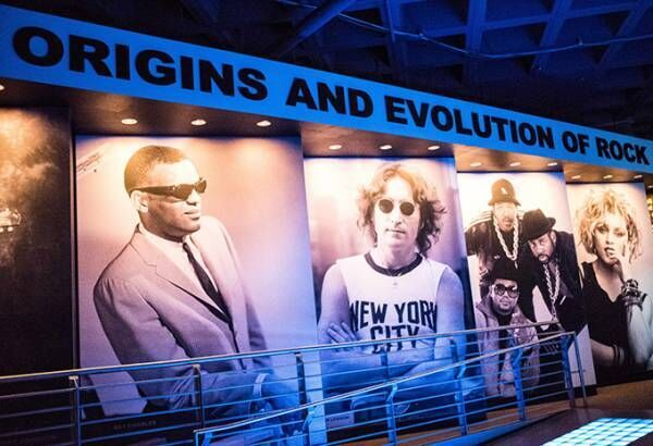 「ロックの殿堂ジャパンミュージアム」が有楽町に - 伝説的ミュージシャンたちの楽器や衣装など展示