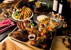 横浜ベイクォーター秋の「グランピングビアガーデン」、世界各国のレシピによる4種類の肉料理など