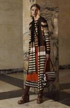 マルニのニットウェア - 幾何学的な模様と温かく落ち着いたカラーでロマンチックな冬の装い