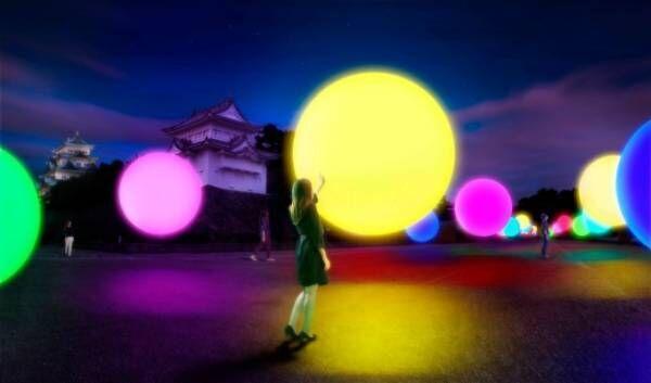 名古屋城でチームラボによるデジタルアート演出 - 浮遊する球体から放たれる幻想的な光