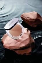 ドゥ・ラ・メールの新作「ザ・シアー プレスト パウダー」独自の保湿成分配合で潤いの持続するマット肌へ