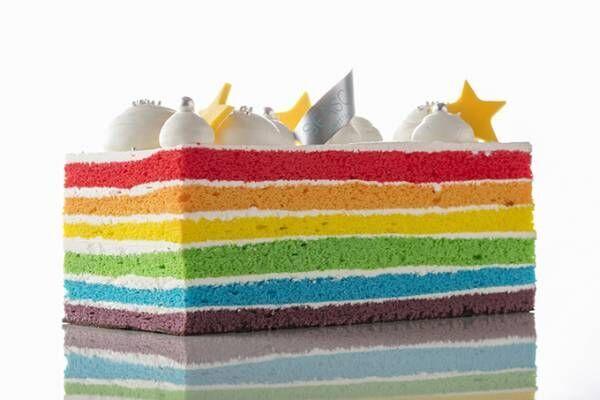 ヒルトン東京お台場のクリスマスケーキ、虹色スポンジを重ねた「レインボーケーキ」やドーム型