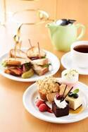 サラベス東京店「アフタヌーンティーセット」ケーキやスコーンなどが演出する楽しいティータイム