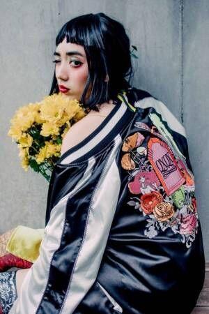 宇野亞喜良初のブランド〈QXQX-クスクス-〉妄想世界がテーマの描き下ろしイラスト入りスカジャン