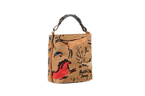 ディオールから日本限定バッグ「ディオールアヴェニュー」ラスコー壁画が着想源のアニマルモチーフ柄