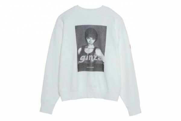 雑誌『GINZA』がC.Eとコラボ、グラフィックが映える白のスウェットシャツ