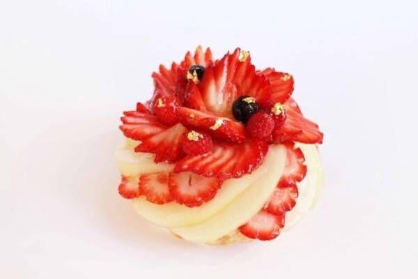 カフェコムサより、新年の門出を祝う洋梨といちごの紅白ケーキが登場