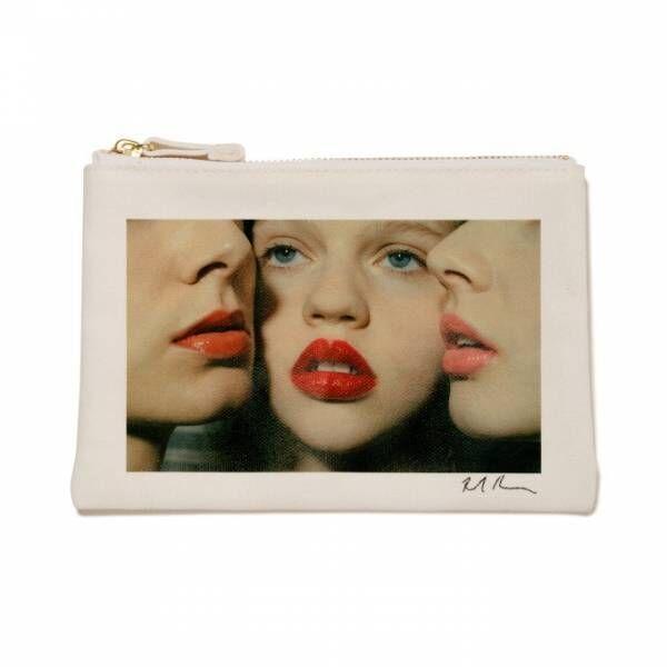 ボンジュールガールからコスメポーチ&トートバッグ、赤リップを塗った少女たちの写真をプリント