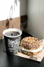 サンフランシスコ発カフェ「ワイズ サンズ」が日本初上陸、丸ビルで味わえる本場のパストラミ