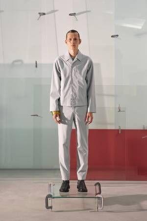 """「マッキントッシュ 0002」キコ・コスタディノフによる""""ガラス""""着想のコートやジャケット"""