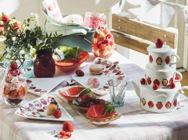 アフタヌーンティー・リビングから苺モチーフの新作雑貨 - 3段ケーキ風ポットや苺総柄ポーチなど