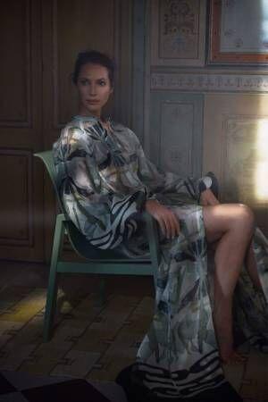 H&M 廃棄物のリサイクル素材が「ウェディングドレス」に変身、鉄くずで作るジュエリーなど