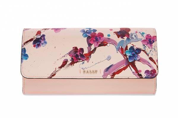 """バリーから「桜スイーツ」を描いたトートバッグ&財布、""""食べられるアート""""のジャニス・ウォンとコラボ"""