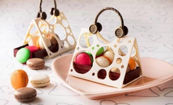 バッグ型のチョコスイーツ、中にカラフルなマカロン入り - 横浜ベイホテル東急のホワイトデー