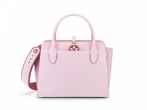 ブルガリの「ブルガリ・ブルガリ アルバ バッグ」から、桜カラーの日本限定モデル