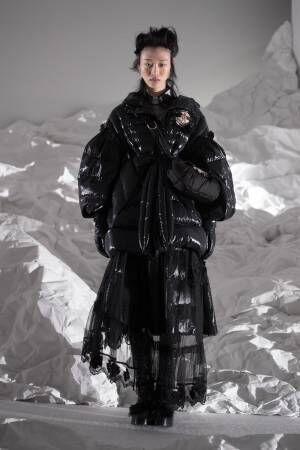 4 モンクレール シモーネ・ロシャのダウンウェア - ビジューやパールで飾ったコートやドレス