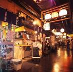 最大3日間飲み放題が続く「はしご酒」六本木横丁で、約20店舗を自由に飲み歩き