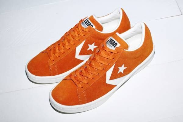 コンバース新作シューズ「プロレザー スエード OX」ストリート風オレンジカラーのスエード