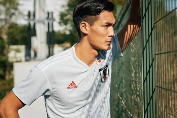 アディダスからサッカー日本代表の新アウェイユニフォーム - 槙野智章が描く勝色ストーリー