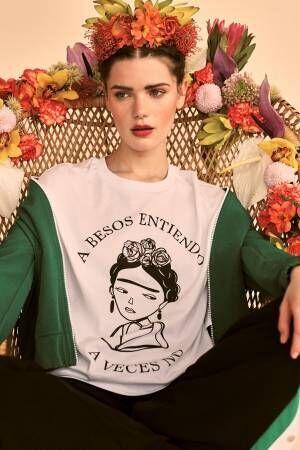 ストラディバリウスからメキシコ女性画家「フリーダ・カーロ」がテーマのTシャツ登場