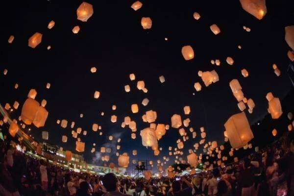 日本最大級・スカイランタンイベントが三井アウトレットパーク 滋賀竜王で、3千個のランタンが空へ