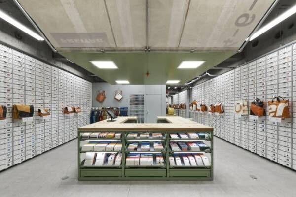 フライターグが大阪に新店舗オープン、1点物のバッグが1200点以上も
