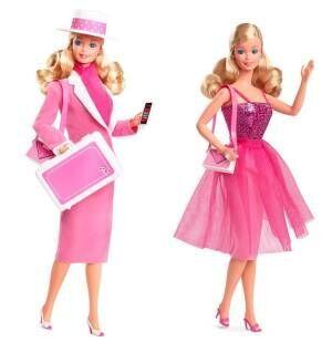 """""""キャリアウーマン""""バービーが復刻、ピンクのスーツとパーティードレスを着せ替え"""