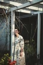 ちひろ美術館×スポークン ワーズ プロジェクトのコラボ展、いわさきちひろの水彩画が布地や服に