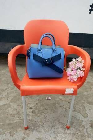 バーバリー「ベルトバッグ」トレンチコート着想のバッグに刻印サービス、キャンバス×レザーの新作も