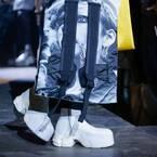 アディダス バイ ラフ・シモンズの新作シューズ - ブーツに「オズウィーゴ」のソールを合体
