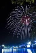 埼玉・西武園ゆうえんちでナイトプール&花火大会、約2,000発の打ち上げ花火を間近で堪能