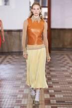 アクネ ストゥディオズ 2019年春夏コレクション - ダンサーのしなやかな動きを素材で描き出す