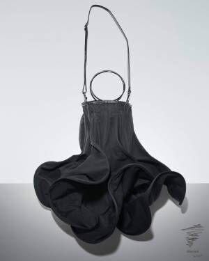ディスコード ヨウジヤマモト 18秋冬の新作バッグ&ストール - 独創的フォルムと実用性を両立