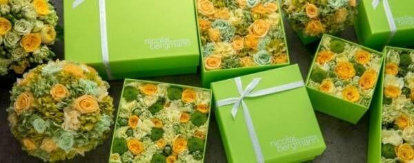 ニコライ バーグマンの夏限定フラワーボックス、サマーグリーンのバラやカーネーションを敷き詰めて