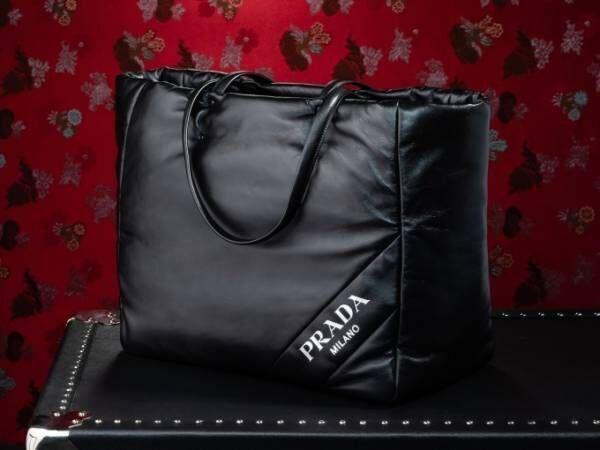プラダの新作バッグ&アクセサリー、大丸心斎橋の限定ストアで発売 - ロゴや恐竜を配したバッグなど