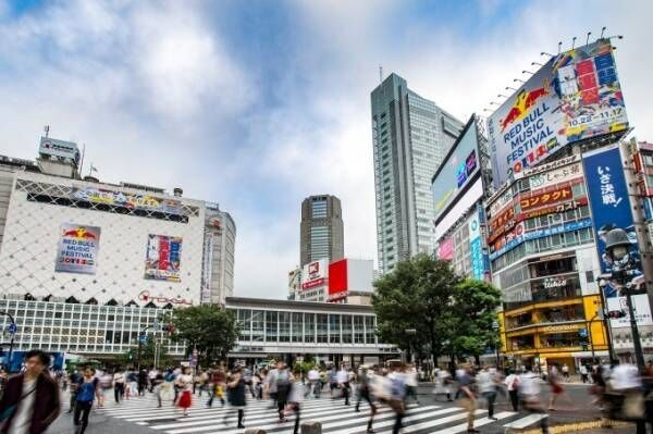 「レッドブル・ミュージック・フェスティバル 東京」山手線車内でライブ&カラオケ館を丸ごとジャック