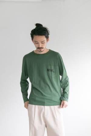 """MHL.×アーバンリサーチの""""秋色""""Tシャツ、ロゴ入り胸ポケットが印象的なロングスリーブ"""