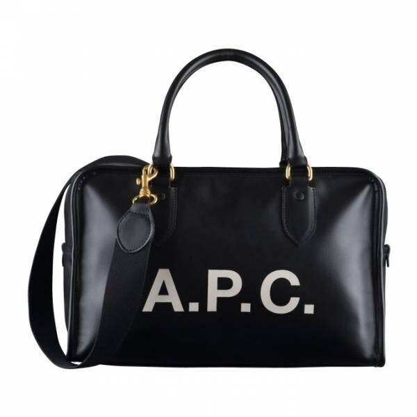 「A.P.C. ボーリングバッグ」大胆ブランドロゴ入り新作ボストンバッグ