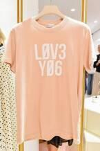 レッド ヴァレンティノ、表参道に旗艦店オープン - 限定カプセルコレクション&限定色Tシャツ販売