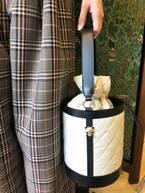 ケイタ マルヤマから、パンダが顔をのぞかせる新作キルティングバッグ登場