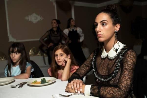 """ミュウミュウ新フィルム""""男女分離""""の結婚式をサウジアラビア初の女性監督が描く"""
