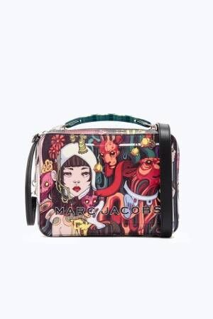 マーク ジェイコブス×ローレン・サイ、描き下ろしイラスト入りバッグ「スナップショット」など11型