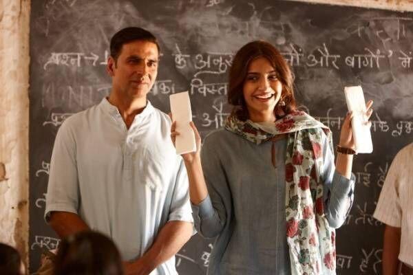 インド映画『パッドマン 5億人の女性を救った男』生理用品の普及・発明に奮闘した男の感動の実話